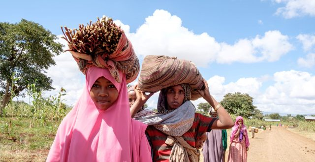 Girls carrying goods to the market in East Hararghe, Oromia, Ethiopia. Photo: Nathalie Bertrams/GAGE 2019