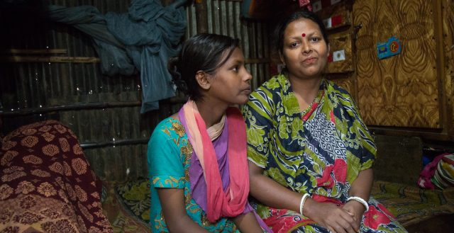 Young girl and her mother in Bangladesh (c) Nathalie Bertrams/GAGE